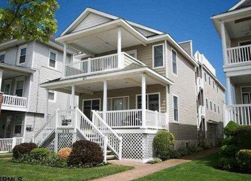 2 Blocks from beach;  4BR, 3.5Bath;  Sleeps 12;  Rooftop Deck