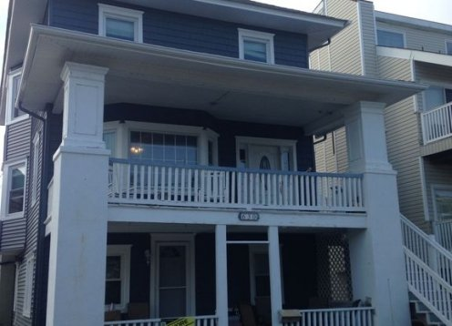 Family Friendly Beach House Sleeps 14 Comfortably, 2 blocks from beach