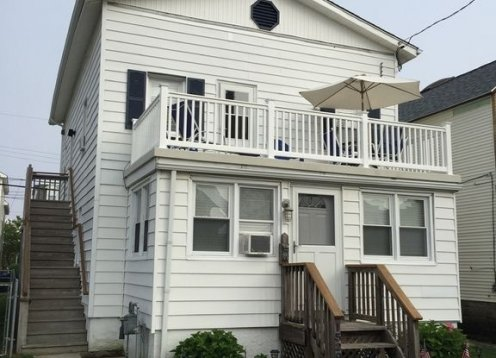 Great deal for familys near beach & boardwalk sleeps 6.