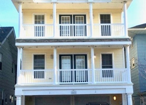Northend Ocean City Home, 1 Block to Beach, Sleeps 9, 2 car parking
