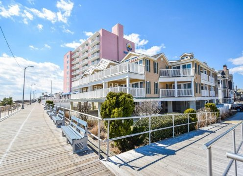 Beachfront Condo on the Boardwalk @ 15th next to the Port o call Hotel